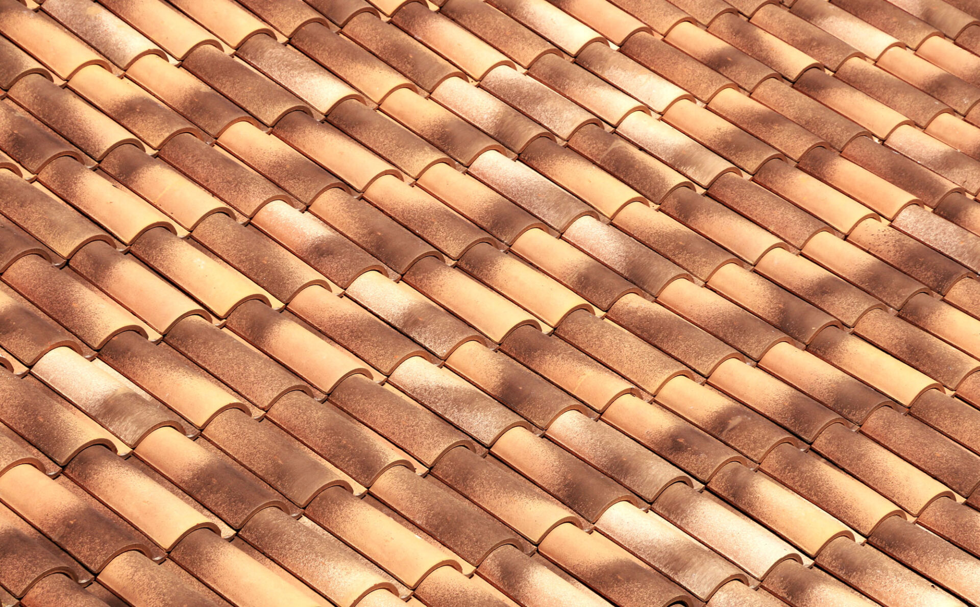 New tiles imitating older materials, for the renovation of a roof.